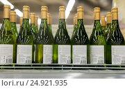 Купить «close up of bottles at liquor store», фото № 24921935, снято 2 ноября 2016 г. (c) Syda Productions / Фотобанк Лори
