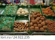 Купить «fruits and vegetables on stall at grocery store», фото № 24922235, снято 2 ноября 2016 г. (c) Syda Productions / Фотобанк Лори