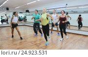 Купить «men and ladies dancing zumba at lesson», видеоролик № 24923531, снято 25 ноября 2016 г. (c) Яков Филимонов / Фотобанк Лори