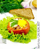 Купить «Яичница в помидоре на светлой доске», фото № 24924307, снято 21 августа 2016 г. (c) Резеда Костылева / Фотобанк Лори