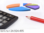 Купить «Графики, диаграммы, калькулятор и карандаш», эксклюзивное фото № 24924495, снято 6 января 2017 г. (c) Юрий Морозов / Фотобанк Лори
