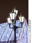 Купить «Уличный фонарь на Пушкинской площади. Москва», фото № 24924659, снято 23 декабря 2016 г. (c) Алексей Сварцов / Фотобанк Лори