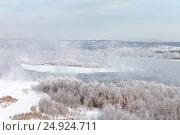 Купить «Вид на реку Ангару в морозный зимний день», фото № 24924711, снято 21 января 2017 г. (c) Виктория Катьянова / Фотобанк Лори