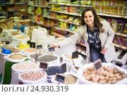 Купить «smiling woman purchasing lentil in shop», фото № 24930319, снято 17 ноября 2019 г. (c) Яков Филимонов / Фотобанк Лори