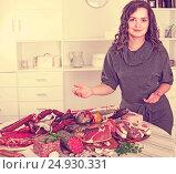 Купить «Woman stands with smoked products», фото № 24930331, снято 17 августа 2018 г. (c) Яков Филимонов / Фотобанк Лори