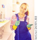 Купить «portrait of young woman cleaning», фото № 24931303, снято 22 июля 2019 г. (c) Яков Филимонов / Фотобанк Лори