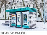 Купить «Автоматы по продаже напитков и шоколадных батончиков на ВДНХ», фото № 24932143, снято 16 января 2017 г. (c) Алёшина Оксана / Фотобанк Лори