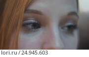 Купить «Closeup view of a young redheaded girl with blue eyes and tinted eyelashes», видеоролик № 24945603, снято 22 января 2017 г. (c) Mikhail Davidovich / Фотобанк Лори