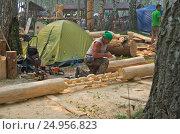 Купить «Праздник топора в Томске, мастер делает деревянную цепь», фото № 24956823, снято 20 августа 2016 г. (c) Gaft Eugen / Фотобанк Лори