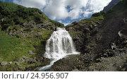 Купить «Красивый водопад в солнечный день», видеоролик № 24956907, снято 17 сентября 2018 г. (c) А. А. Пирагис / Фотобанк Лори