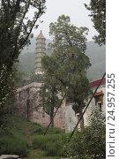 Купить «Храм Цзяньсиньчжай (Jian Xin Zhai) в горах Сяншань, Пекин», фото № 24957255, снято 24 сентября 2015 г. (c) Vladislav Osipov / Фотобанк Лори