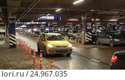 Купить «Подземная авто-парковка в магазине ИКЕА», эксклюзивный видеоролик № 24967035, снято 21 января 2017 г. (c) Дмитрий Неумоин / Фотобанк Лори