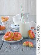 Домашние творожные пончики из духовки. Стоковое фото, фотограф Julia Ovchinnikova / Фотобанк Лори