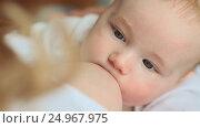 Купить «Mother with blond hair breastfeeding», видеоролик № 24967975, снято 20 января 2017 г. (c) Mikhail Davidovich / Фотобанк Лори