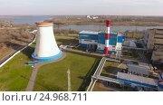 Купить «Modern thermal power station with a large cooling tower near the river. Russia. 4K», видеоролик № 24968711, снято 17 января 2017 г. (c) ActionStore / Фотобанк Лори