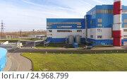 Купить «Modern thermal power station with a large cooling tower near the river. 4K», видеоролик № 24968799, снято 17 января 2017 г. (c) ActionStore / Фотобанк Лори