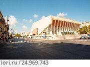 Picture for one street in the Azerbaijani capital Baku, and show some buildings and cars. Стоковое фото, фотограф Rasool Ali Abulaamah / age Fotostock / Фотобанк Лори