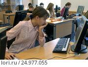Купить «Школа. Учащиеся в компьютерном классе», фото № 24977055, снято 26 сентября 2005 г. (c) Борис Кавашкин / Фотобанк Лори