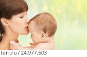 Купить «happy mother kissing adorable baby», фото № 24977503, снято 19 февраля 2011 г. (c) Syda Productions / Фотобанк Лори