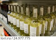 Купить «close up of bottles at liquor store», фото № 24977775, снято 2 ноября 2016 г. (c) Syda Productions / Фотобанк Лори