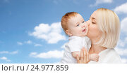 Купить «happy mother kissing adorable baby», фото № 24977859, снято 22 мая 2014 г. (c) Syda Productions / Фотобанк Лори