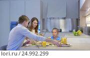 Купить «Happy family at dinner», видеоролик № 24992299, снято 19 сентября 2019 г. (c) Raev Denis / Фотобанк Лори