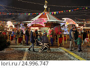 Купить «Новогодняя ГУМ-Ярмарка на Красной площади зимним вечером. Город Москва», эксклюзивное фото № 24996747, снято 28 января 2017 г. (c) Алексей Гусев / Фотобанк Лори