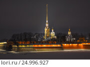 Night view of Peter and Paul Cathedral and walls of the fortress (2017 год). Стоковое фото, фотограф Семёнов Алексей / Фотобанк Лори