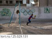 Купить «Мальчики играют в футбол на поле у школы в городе Худжанд Согдийского района Республики Таджикистан», фото № 25029131, снято 17 марта 2015 г. (c) Николай Винокуров / Фотобанк Лори