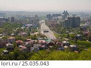 Коттеджный городок на фоне небоскрёбов (2014 год). Редакционное фото, фотограф Игорь Новиков / Фотобанк Лори