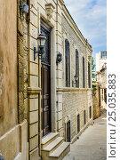 Купить «Narrow street in Old city, Icheri Shehe. Baku», фото № 25035883, снято 10 сентября 2016 г. (c) Elena Odareeva / Фотобанк Лори