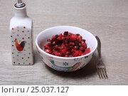 Купить «Винегрет на столе», эксклюзивное фото № 25037127, снято 30 января 2017 г. (c) Яна Королёва / Фотобанк Лори