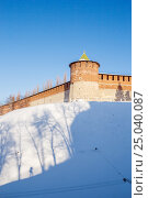 Купить «Nizhny Novgorod, Kremlin tower and the shadow of a man», фото № 25040087, снято 25 января 2017 г. (c) Дмитрий Тищенко / Фотобанк Лори