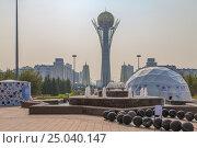 Купить «Монумент Байтерек в Астане. Казахстан», эксклюзивное фото № 25040147, снято 7 июля 2016 г. (c) Николай Сивенков / Фотобанк Лори