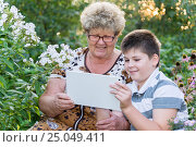 Grandma with grandson watching tablet PC. Стоковое фото, фотограф Володина Ольга / Фотобанк Лори