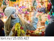 Купить «Portrait of woman in coat posing at Xmas fair in evening», фото № 25055427, снято 27 января 2020 г. (c) Яков Филимонов / Фотобанк Лори