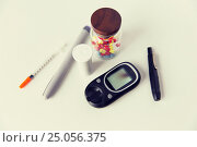 Купить «close up of glucometer, insulin pen and drug pills», фото № 25056375, снято 16 сентября 2015 г. (c) Syda Productions / Фотобанк Лори