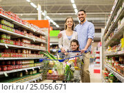 Купить «family with food in shopping cart at grocery store», фото № 25056671, снято 21 октября 2016 г. (c) Syda Productions / Фотобанк Лори