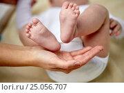 Купить «close up of newborn baby feet in mother hands», фото № 25056707, снято 23 ноября 2016 г. (c) Syda Productions / Фотобанк Лори