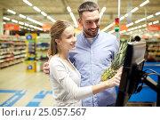 Купить «couple buying food at grocery store cash register», фото № 25057567, снято 21 октября 2016 г. (c) Syda Productions / Фотобанк Лори