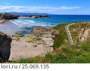 Купить «Los Castros beach (Galicia, Spain).», фото № 25069135, снято 11 мая 2016 г. (c) Юрий Брыкайло / Фотобанк Лори