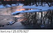 Купить «Зимняя река в вечернем свете», видеоролик № 25070927, снято 3 февраля 2017 г. (c) Яна Королёва / Фотобанк Лори