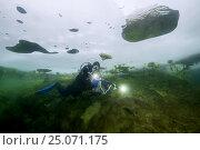 Купить «Scubadiver swims under frozen lake, icedivind, Alexandrovsky like, Ukraine», фото № 25071175, снято 2 февраля 2017 г. (c) Некрасов Андрей / Фотобанк Лори