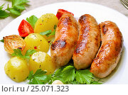 Купить «Grilled sausages and boiled potatoes», фото № 25071323, снято 31 августа 2016 г. (c) Надежда Нестерова / Фотобанк Лори