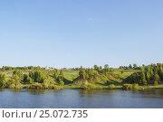 Купить «Ryazan region, a view of the village Konstantinovo from the Oka River», фото № 25072735, снято 20 мая 2015 г. (c) Дмитрий Тищенко / Фотобанк Лори