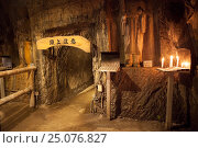 Внутренний проход в пещере Benten-kutsu Cave, вырытой под храмом Benten-do Hall. Святыня Хаседера (Hasedera). Город Камакура, Япония (2013 год). Редакционное фото, фотограф Кекяляйнен Андрей / Фотобанк Лори