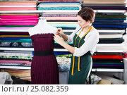 Купить «Tailor working at dress», фото № 25082359, снято 4 января 2017 г. (c) Яков Филимонов / Фотобанк Лори