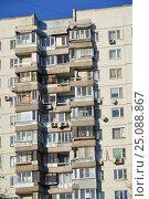Купить «Шестнадцатиэтажный двухподъездный панельный жилой дом серии П-3, построен в 1977 году. Егерская улица, 1. Район Сокольники. Москва», эксклюзивное фото № 25088867, снято 6 февраля 2017 г. (c) lana1501 / Фотобанк Лори