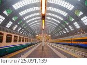 Купить «Центральный железнодорожный вокзал. Милан, Италия», фото № 25091139, снято 8 мая 2014 г. (c) Охотникова Екатерина *Фототуристы* / Фотобанк Лори