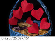 Handmaid basket with origami hearts for Saint Valentine's Day closeup. Стоковое фото, фотограф Жданова Дарья Юрьевна / Фотобанк Лори